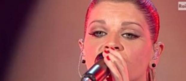 Gossip news, Alessandra Amoroso, crisi d'amore?