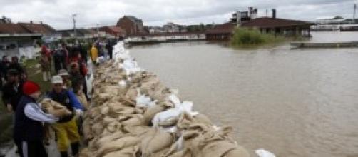 Migliaia gli evacuati a causa delle inondazioni.