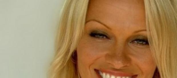 Pamela Anderson vittima di violenze e abusi