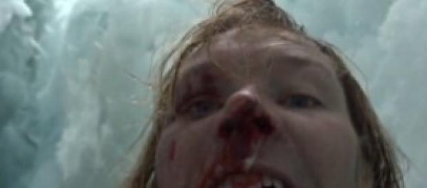 Selfie d'autore: John gira un video dopo la caduta