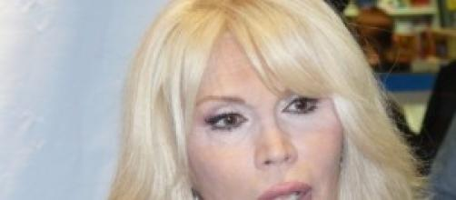 Amanda Lear frequenta un trentenne
