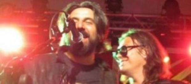 Gianluca Grignani ubriaco sul palco