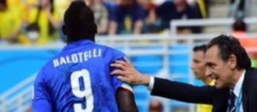 Balotelli e Prandelli durante Italia-Uruguay