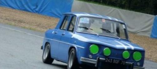 Une R8 Gordini en pleine action