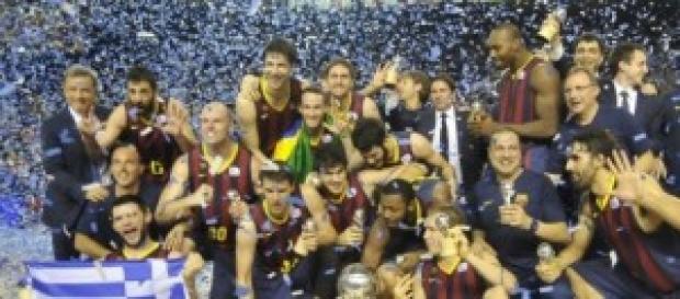 El equipo al completo en la celebración del título