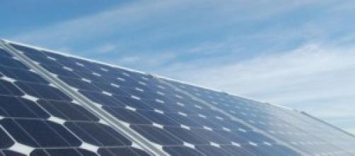 La foto ritrae un classico pannello fotovoltaico