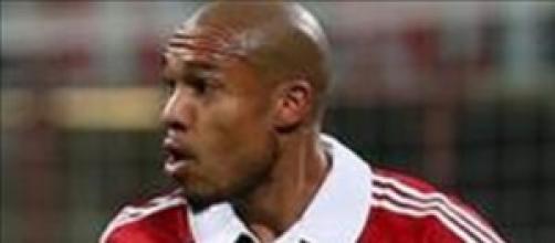 De Jong attacca la società rossonera.