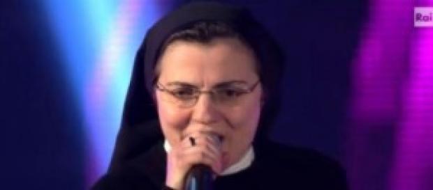 Suor Cristina durante una sua performance