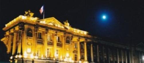 Luna llena sobre el palacio del Elíseo