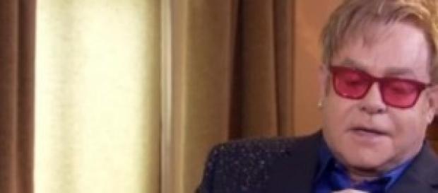 Elthon John durante l'intervista a Sky news