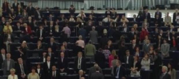 Pentastellati che volgono le spalle all'Europa.