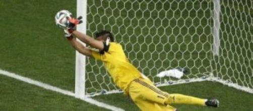 Romero neutralizza il rigore decisivo di Snejider