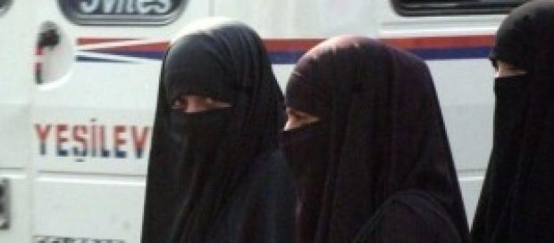 Mujeres saudíes ocultas con el niqab