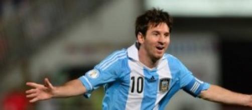 Leo Messi celebra un gol con su selección