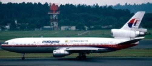aereo malese a terra in aereoposto
