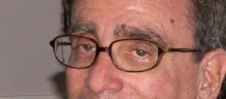 El autor de 70 años durante una firma de libros