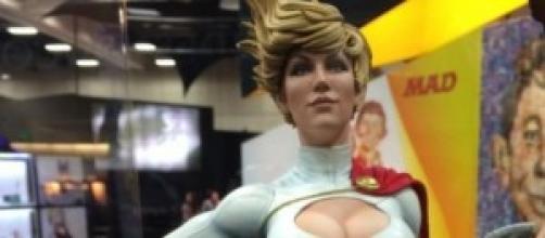 SideShow Collectibles mostra la sua PowerGirl