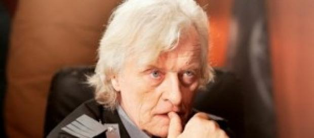 Rutger Hauer in una scena di 2047 Sights of Death