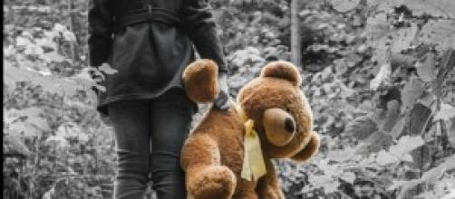 lotta alla pedofilia giocattoli abbandonati