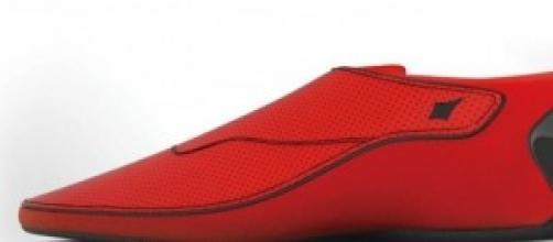 Un modello della nuova scarpa Lechal