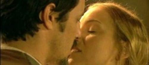 Il Segreto anticipazioni: Adolfina bacia Alfonso