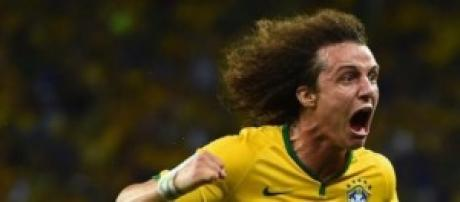David Luiz celebrates goal against Colombia