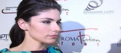 Anna Valle durante un'intervista