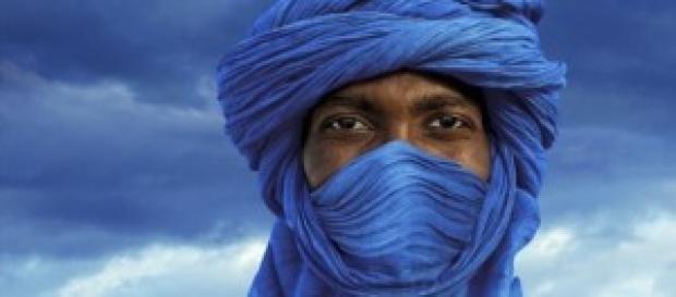 Tuareg azul con fondo azul