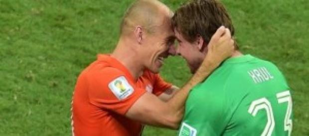 Robben felicita a Krul. Foto: ecblogger.com