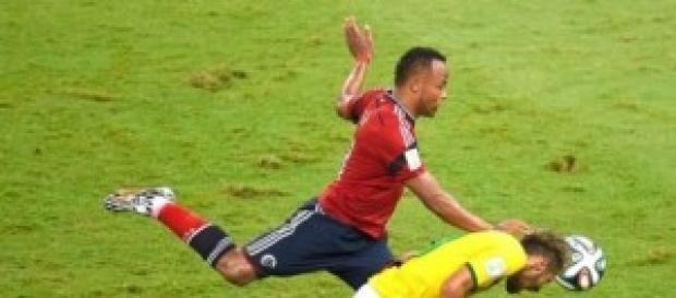 Zuñida dá uma joelhada em Neymar (fonte G1)