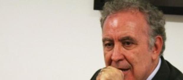 Michele Santoro tratta il suo ritorno in Rai