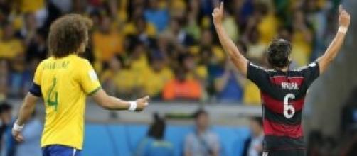 Alemanha comemora mais um gol sobre o Brasil.