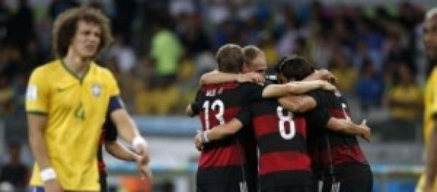 El conjunto alemán celebra uno de sus siete goles