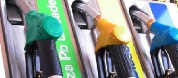 rincari estivi sul prezzo della benzina