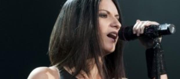 Laura Pausini enseña la entrepierna en Lima