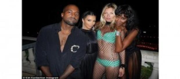 Kim complexată de Kate Moss și Naomi Campbell