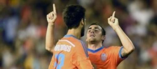 Paco Alcacer con Andre Gomes celebrando el gol.
