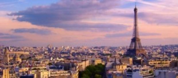 La Tour Eiffel a Parigi al tramonto