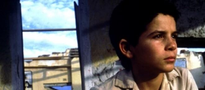http://redeglobo.globo.com/filmes/noticia/2011/12/central-do-brasil-mudou-vida-do-ator-vinicius-de-oliveira-ex-engraxate.html