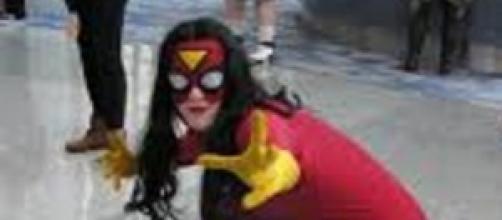 Mujer disfrazadas de Spider-Woman