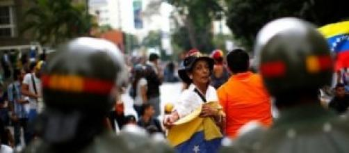 Venezuela, chavismo non frena fuga dei cervelli