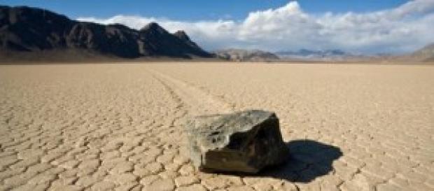 Pietrele călătoare din Valea Morților