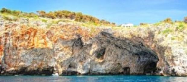 La Grotta Zinzulusa vista dal mare