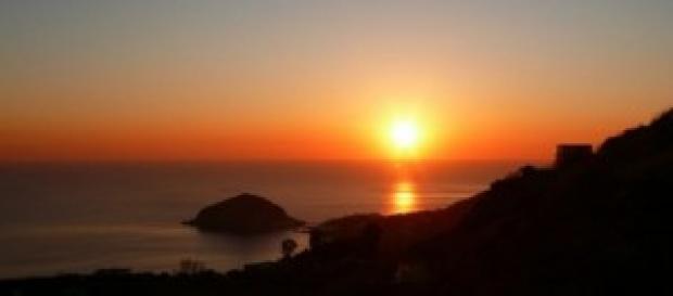 Un suggestivo tramonto su Sant'Angelo