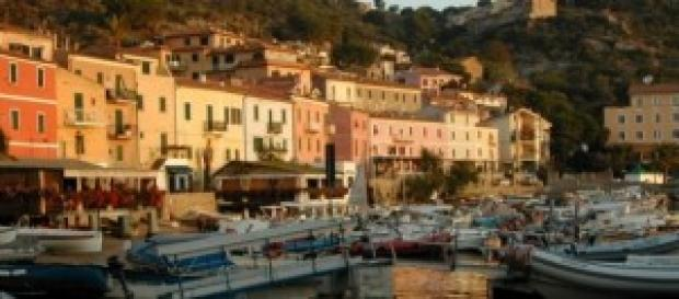 Una veduta romantica su Giglio Porto