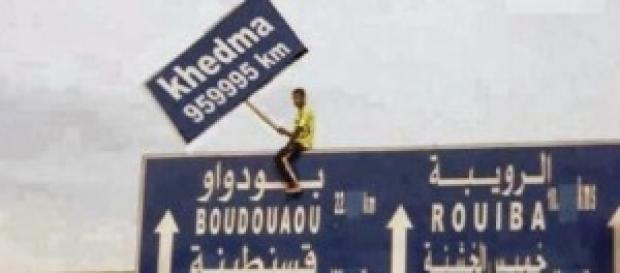Khedma veut dire travail en français