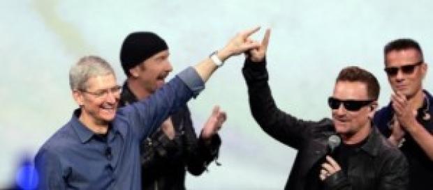 U2 alla presentazione del nuovo iPhone