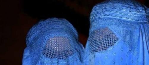 Indossa burqa per rapire e violentare bambina