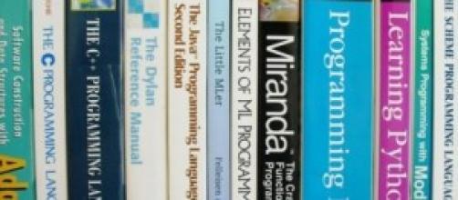 Scuola, si va verso digitalizzazione dei libri.