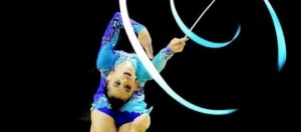 Sara Llana en una competición con la cinta